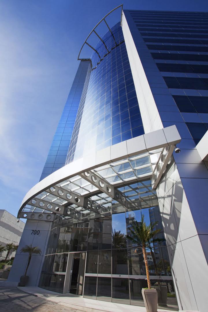 <strong>Edifício Platinum Tower/CFL</strong><br> 10.000 m² de piso elevado<br><strong> Arquitetura: Heloisa Bocorny</strong>